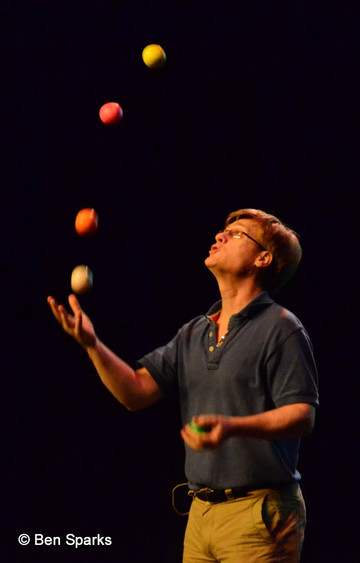 http://www.solipsys.co.uk/images/Juggling2.jpg